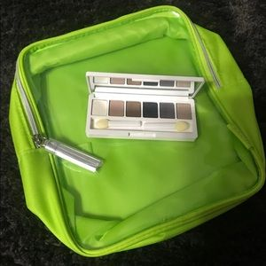 Clinique Eyeshadow Pallet + Travel Tote !